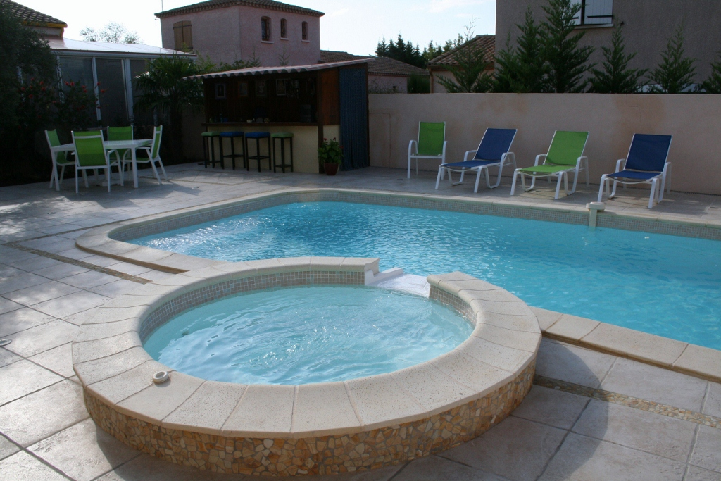 Passion piscines abatilles for Piscine avec spa a debordement